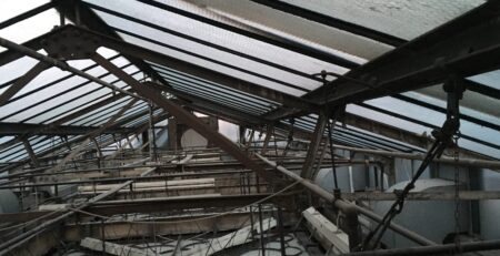 Confined roof space